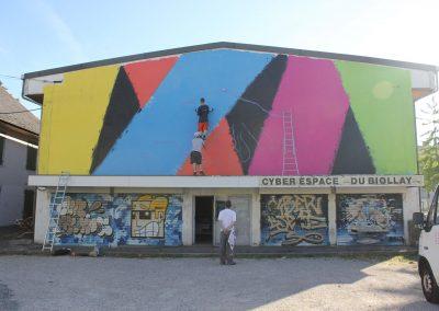 Graffiti Street art    Mise en couleur sur la façade avec les membres du collectif de la Maise dans le quartier du Biollay en 2015 à Chambéry