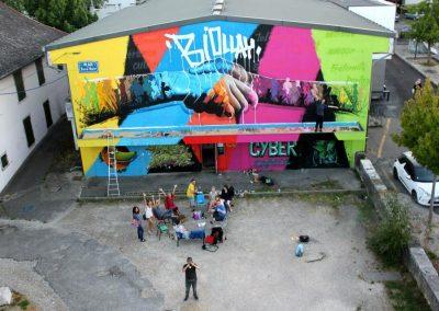 Graffiti Street art    Mur achevé réalisé par le collectif de la Maise dans le quartier du Biollay en 2015 à Chambéry   Thème : Paix et unité