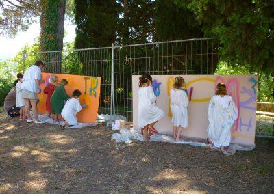 Graffiti Street art  Animation et intervention au musée Fernand Leger à Biot dans les Alpes Maritimes en 2010. Atelier participatif avec le service de jeunesse d'Antibes  intervenants pour différentes activités  artistiques. Initiation artistique à la bombe de peinture sur des panneaux  en bois