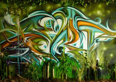 Graffiti Street art Exposition     Lettrage calligraffiti Zert et décoration mis en valeur avec des bambous, lierre, terre etc.... dans la tour Misaine en 2015 à Aix les bains en Savoie