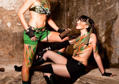 Body painting Graffiti    Modèle Claire Bmode et Sophie H Photo Quentin en 2012 à Vallauris (06)