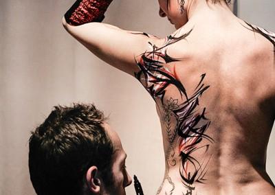 Body painting Graffiti    Zert in action  Modèle Claire Bmode  Photo Rémi G en 2012 à Cannes (06)