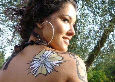 Body painting Graffiti    Modèle : Lindsay N en 2007 à Villeneuve Loubet (06)