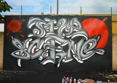 Graffiti Street Art    Décoration extérieur esquisse lettrage The Scene sur une façade en bois . Participation pour le congrés Tax free à Cannes (06 ) en 2010