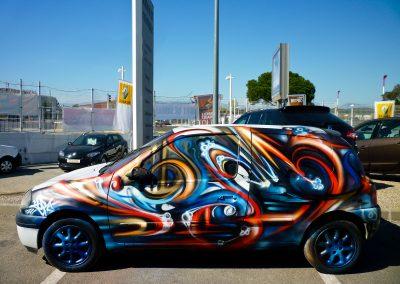 Graffiti Street Art   Customisation d'une voiture Renault Clio II pour une journée porte ouverte sur le parking du concessionnaire Renault en 2013 Cannes la Bocca (06)