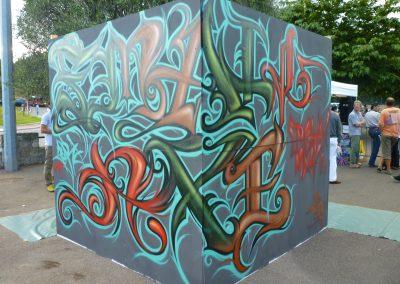 Graffiti  Street art      Décoration extérieur sur panneau de bois ( Lettrage Small Axe ) pour l'événement Urban Day en 2010 à Opio