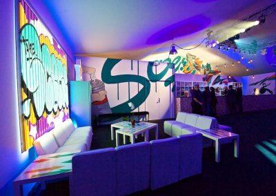 Graffiti Street Art    Décoration interieur sur une façade en bois ( Lettrage The Scene par Rome, lettrage 3D Zert )  participation pour le congrés Tax free sur la croisette à Cannes (06 ) en 2010