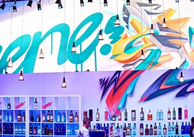 Graffiti Street Art    Décoration extérieur sur une façade en bois ( Détail du lettrage The Scene ) participation pour le congrés Tax free sur la croisette à Cannes (06 ) en 2010