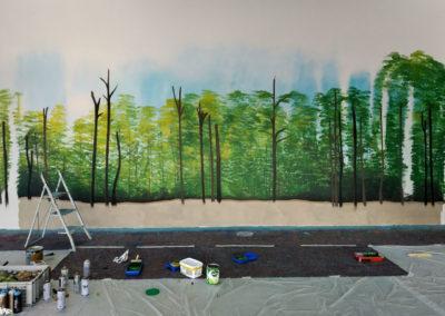 Seconde étape : Mise en couleurs des troncs d'arbres à la bombe aérosols ( décoration pompes funèbres Autem 2018 à Nangy  Haute-Savoie )