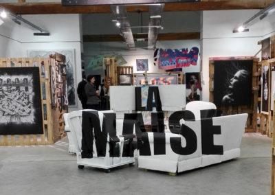Anamorphose sur les canapés pour l'expo à la ferme de Bressieux en Savoie 73  Le collectif de la Maise  Graffiti Street art