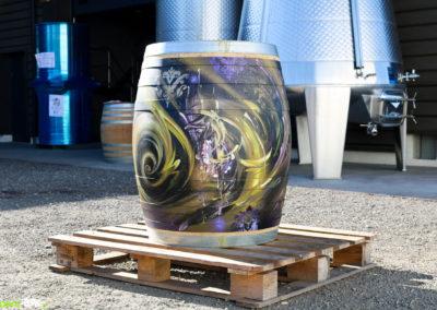 Customisation d'un tonneau de vin par Zert dans le domaine viticole Ravier à Myans en Savoie(73) Graffiti 2016