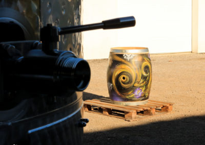 Détail de la deco sur le tonneau de vin par Zert dans le domaine viticole Ravier à Myans en Savoie(73) Graffiti 2016