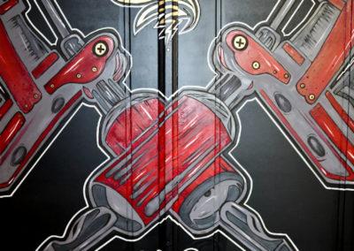 Détail dermographes sur portes en bois au pinceau  Graffiti Street art
