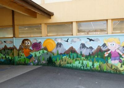 Fresque murale sport et montagne, initiation avec les élèves du CP au CM2 sous le préau de l'école à Saint Cergues en Haute-Savoie (74) Graffiti Street art 2019