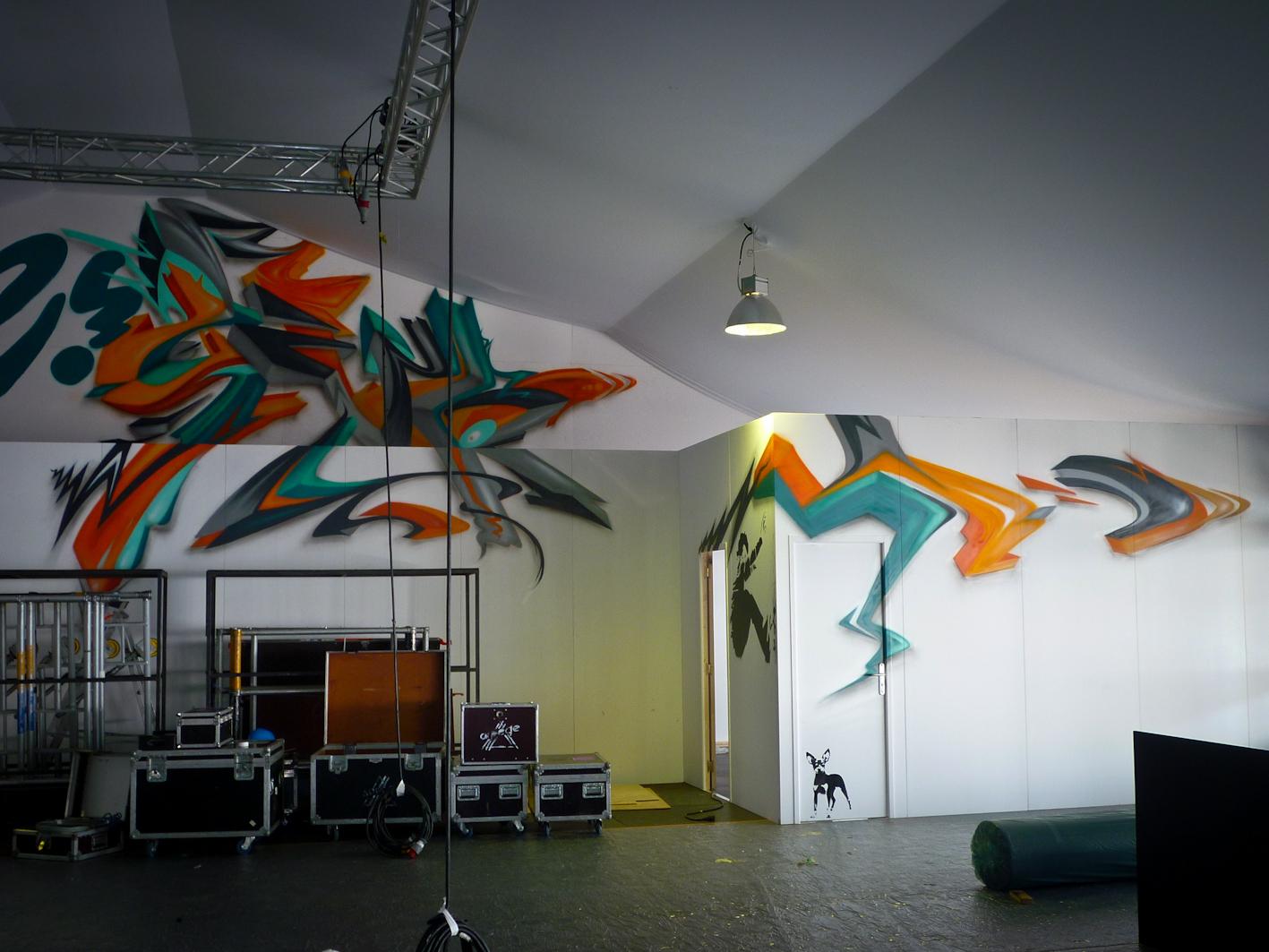 Graffiti street art décoration intérieur sur une façade en bois lettrage 3d zert participation